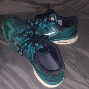 Nike gym shoes